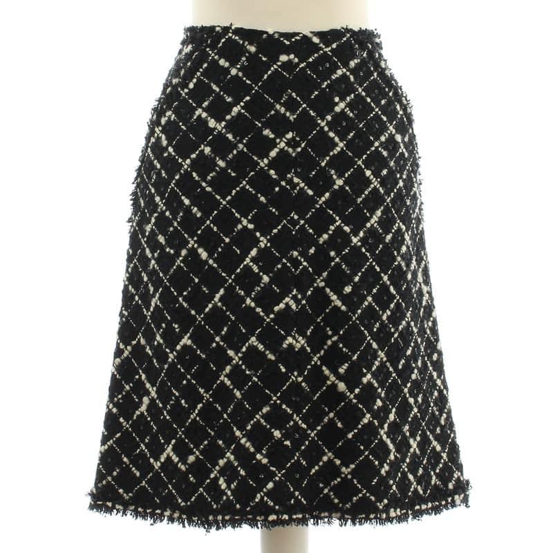 boucle Chanel skirt.jpg